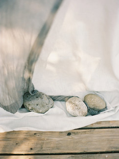 rocks & flowing fabrics | organic outdoor wedding details