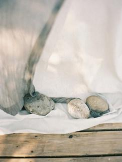 rocks & flowing fabrics | organic outdoor wedding details
