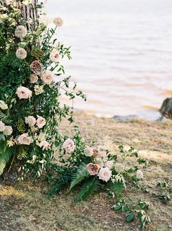 organic florals | Finland wedding