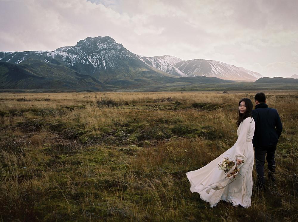 Wedding couple in Iceland / Intimate Iceland destination wedding