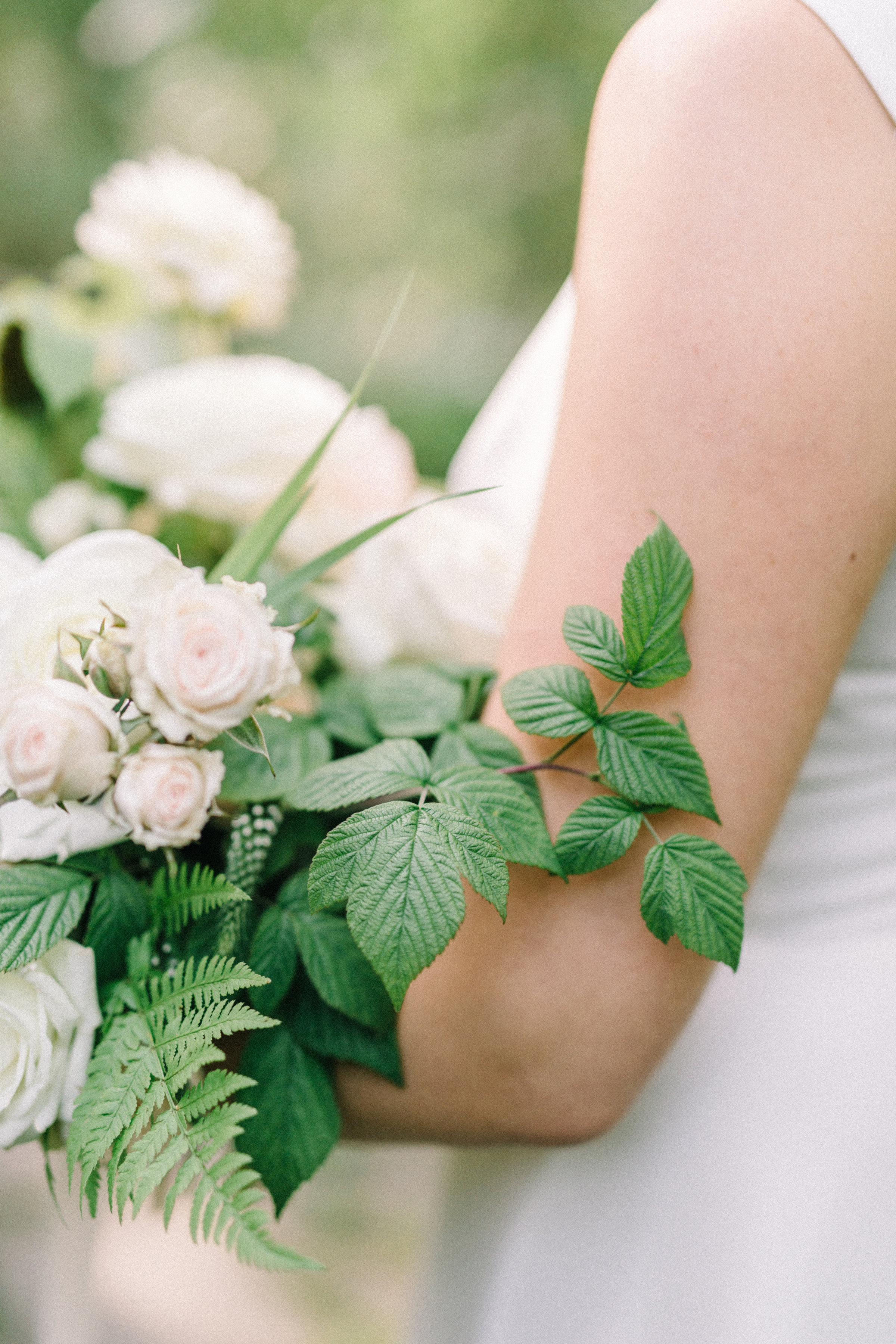hääkimppu / lush garden bouquet