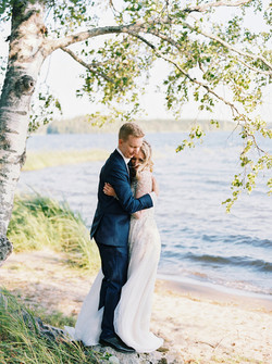 Finland elopement | lakeside wedding