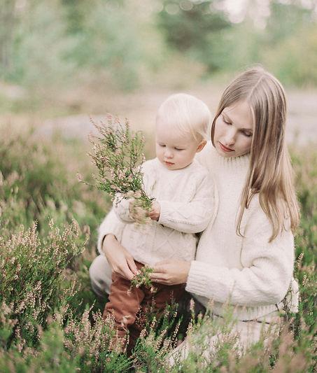 a family shoot in Mustikkamaa, Helsinki