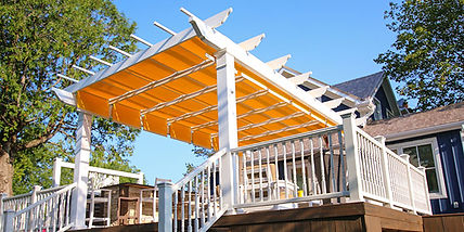 Freestanding-Trex-Pergola-with-Shade-Tre
