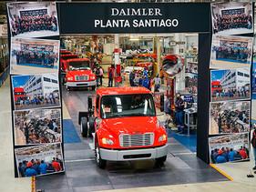 Daimler Trucks celebra la producción de su unidad 600mil en Planta Santiago, para FEMSA