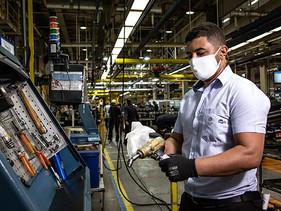 PULSO | Volkswagen Caminhões e Ônibus cumple una semana de reanudar producción en Brasil