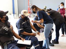 Vacunación de sus colaboradores y familias, en Saltillo