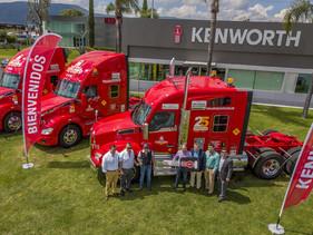 EMPRESAS | Celebra Auto Express Toscano su 25 Aniversario con unidad conmemorativa Kenworth