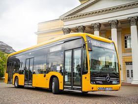 Daimler Buses entregó 24 autobuses eCitaro en Darmstadt, Alemania.