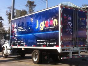 SOCIAL | Navistar proporciona camión para transportar juguetes