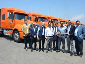 CARGA | Navistar y Dacza entregan unidades ProStar a Transportes Santa Fe y Petro Asfaltos del Sures