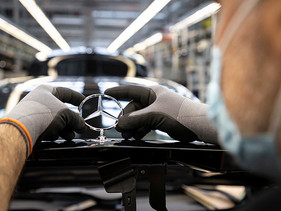 MOTOR | Reinician plantas de automóviles Mercedes-Benz producción a nivel mundial