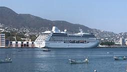 Arriba el crucero Regatta de la naviera Oceania Cruises para estadía en Acapulco