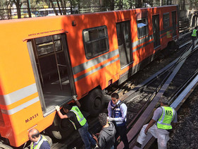 Se descarrilan 2 vagones de la Línea 5