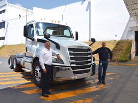 EMPRESAS | Daimler Planta Santiago, cinco décadas de éxito