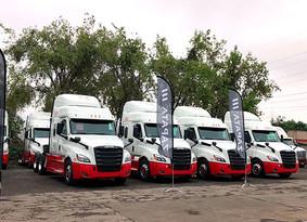 Freightliner entrega nuevas unidades a Transportes ELOLA