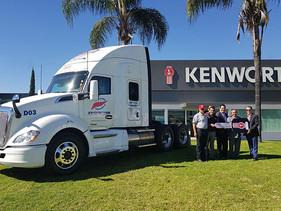 EMPRESAS   Incorpora Transportes Innovativos primer tractocamión Kenworth