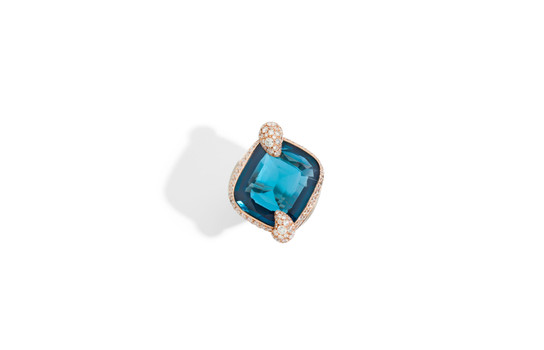 Ritratto ring with blue London topaz and white diamonds by Pomellato_2018 (2).jpg