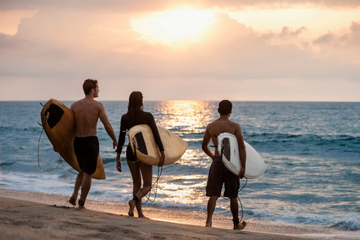 OO_MM_Lifestyle_Surfing_Lesson_Couple_76
