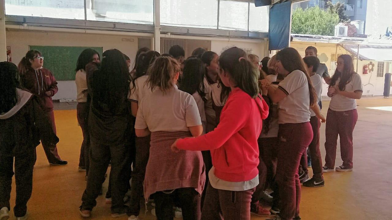 ambientación para los estudiantes que ingresan a primer año. se realizan para que conozcan la escuel