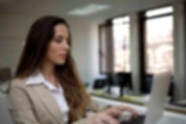Mujer de negocios Typing
