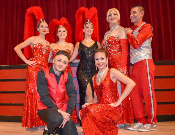La troupe du Crazy World Cabaret