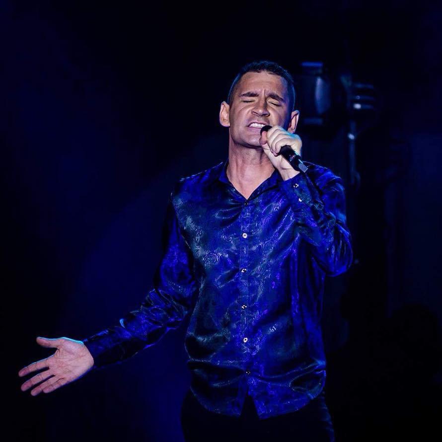 Nicolas la voix du Crazy World Cabaret
