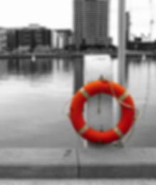mentőöv vízparton