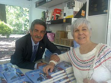 Feria del Libro_ Revilla y yo.jpg