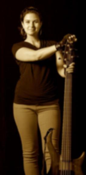 Rachel Hardy, Bassiste