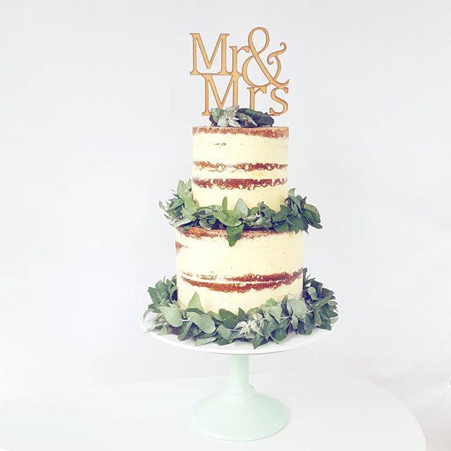 Mr & Mrs semi naked buttercream cake