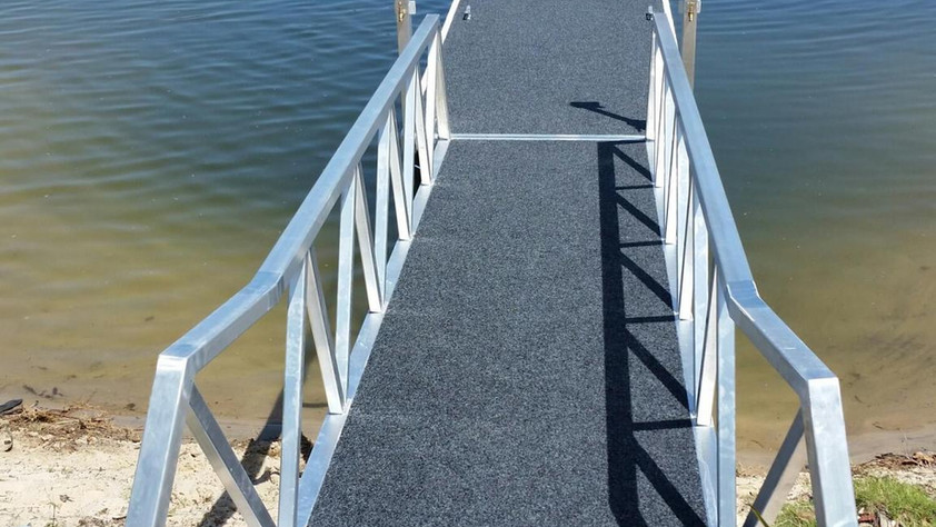 Finger Pontoon w/ Double Entry Gangway