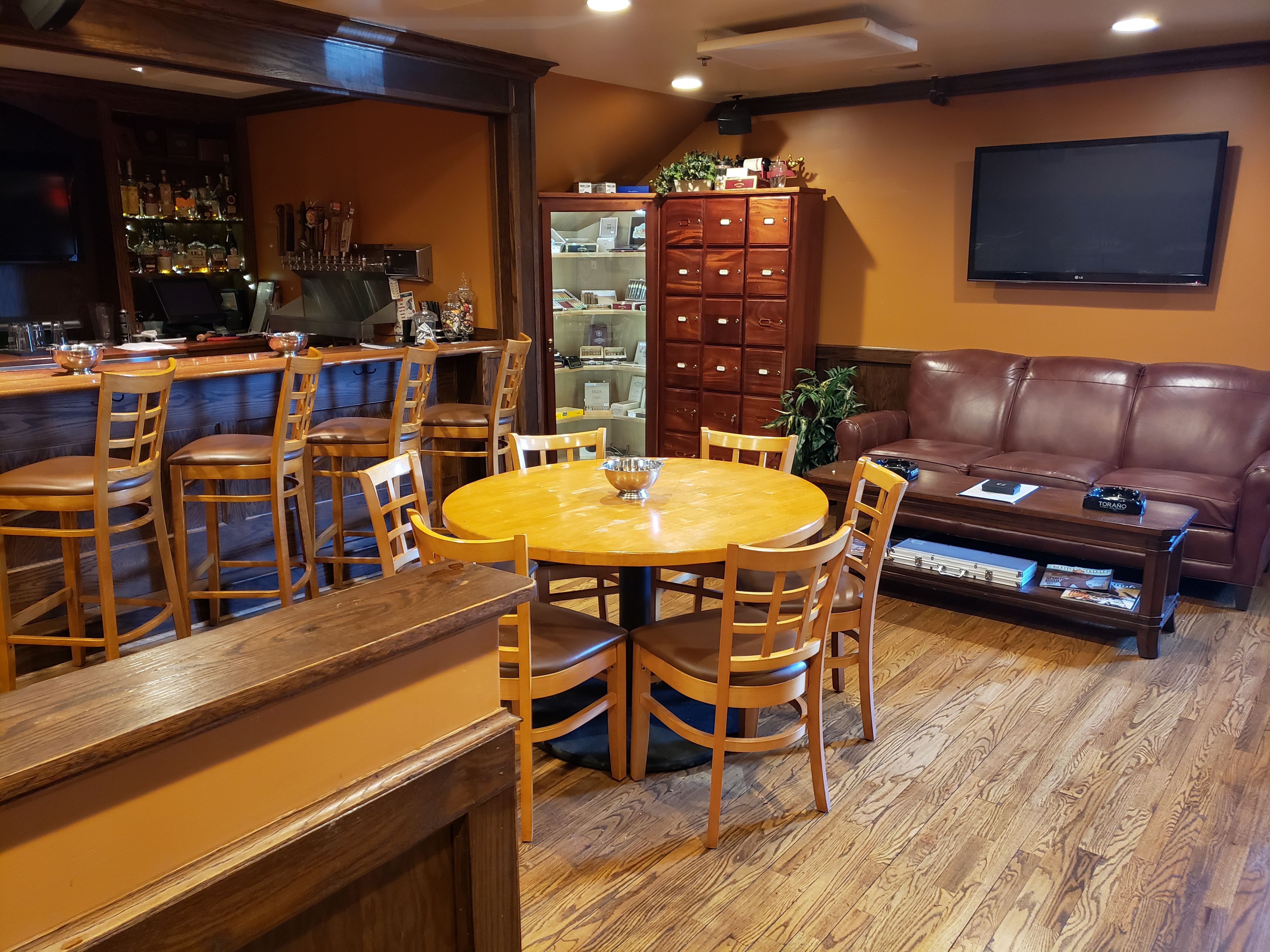 Joes Cigar Bar
