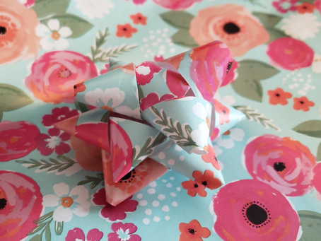 DIY Wrapping Paper Gift Bow