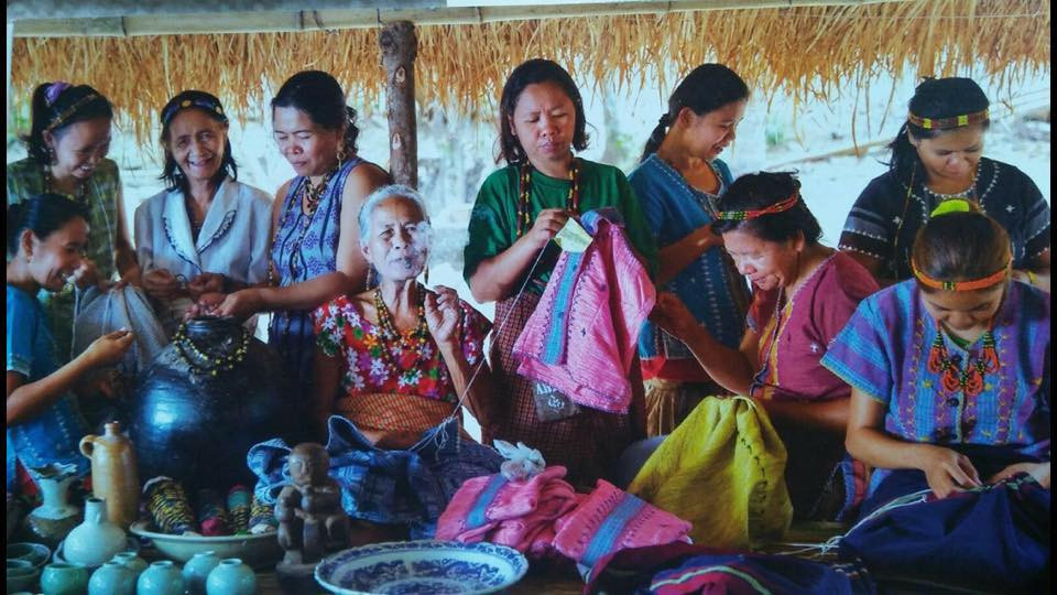 These are the women behind the Sinawali stickbags itnegseries from the itneg or Isneg Tribe located in the mountains of Northern Philippines. Picture by Dexter Macaraeg.
