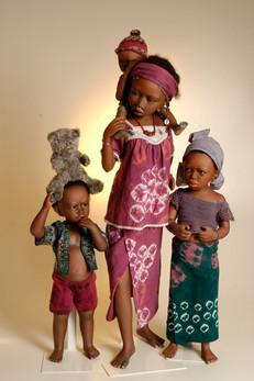 Damba & Baba, Djeneba en Djeny zijn Peul, het grootste Nomadenvolk van West-Afrika • Damba & Baba, Djeneba and Djeny are Peul, the largest nomdad tribe of Western Africa