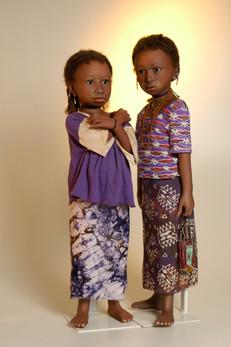 Fatim en Amanita behoren tot de Peul, de grootste nomaden stam in West Afrika • Fatim en Amanita belong tot th Peul, the largest nomad tribe of Western Africa