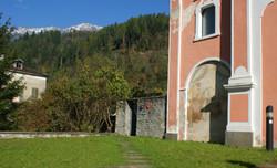 Ingresso a sinistra della Chiesa