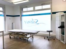Behandlungs-      Zimmer