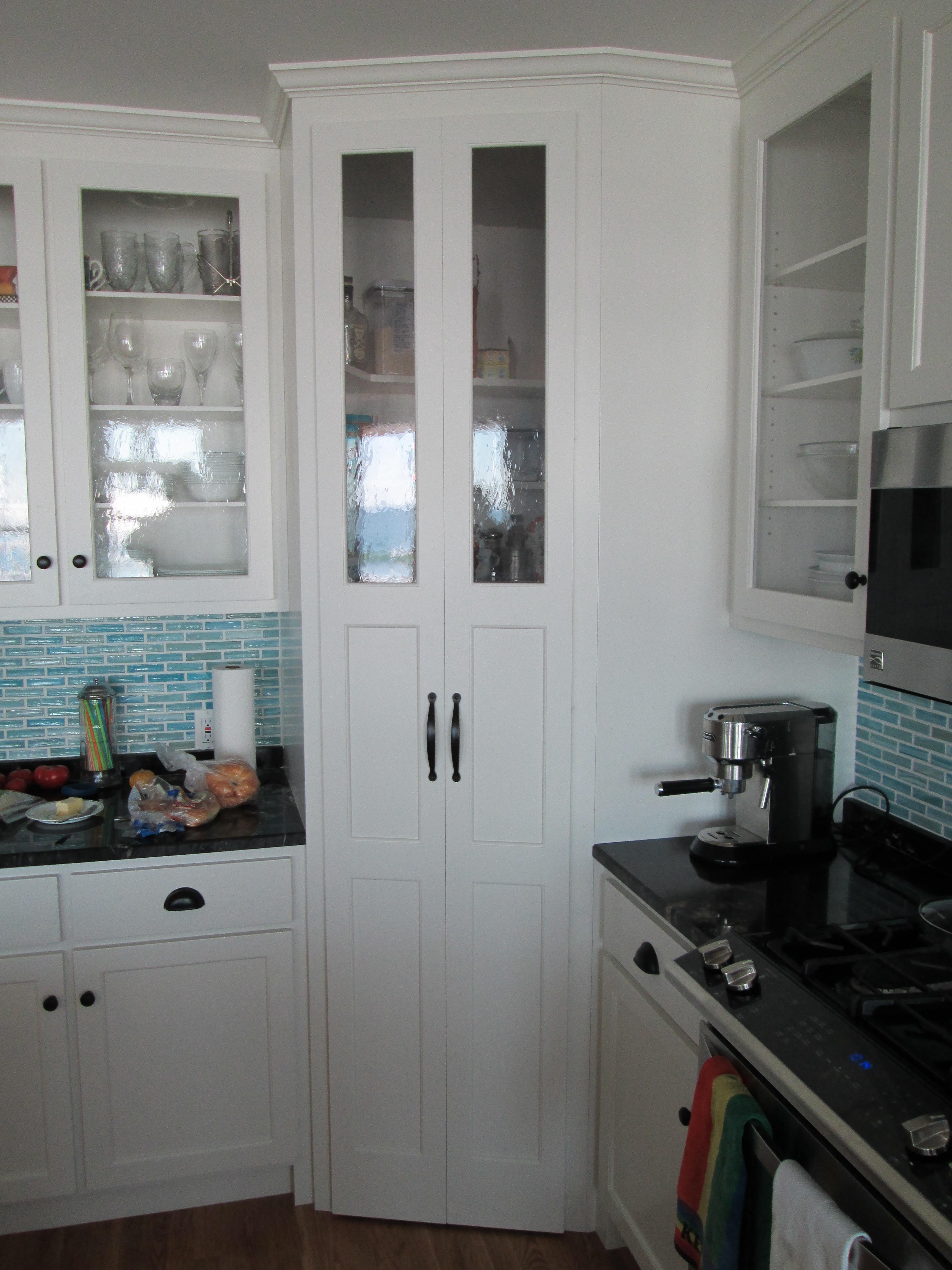 Corner pantry (closed)