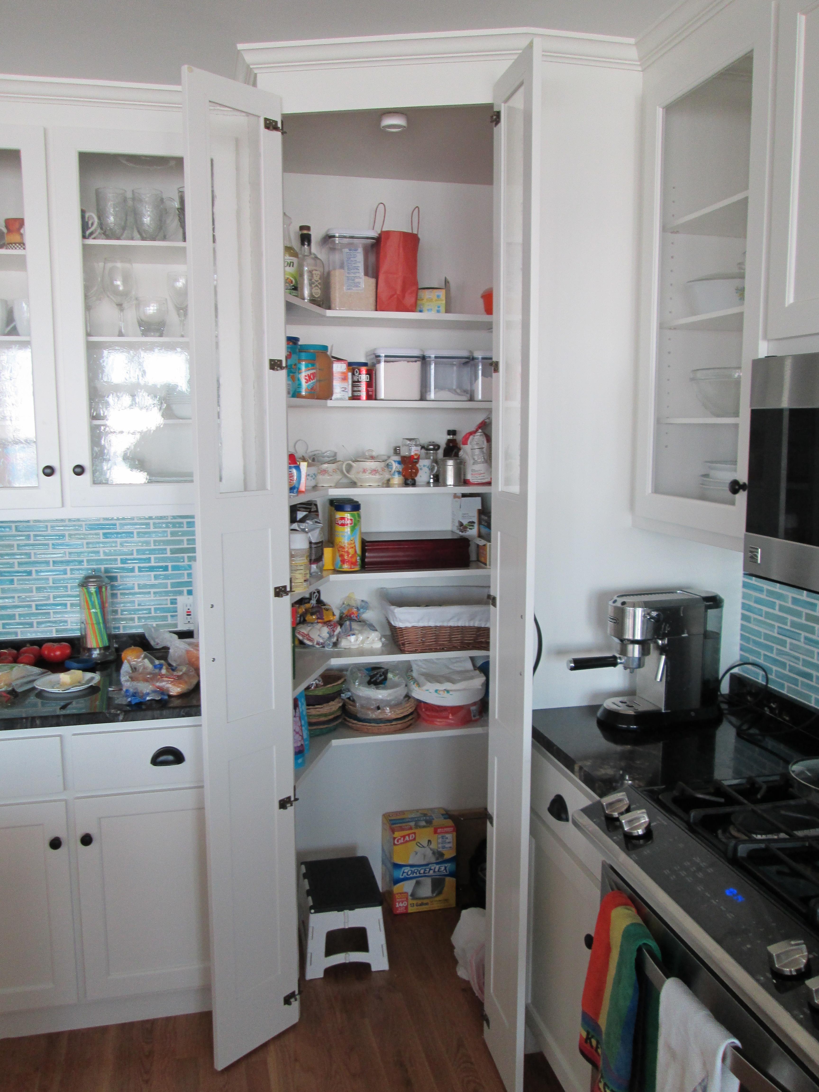 corner pantry (open)