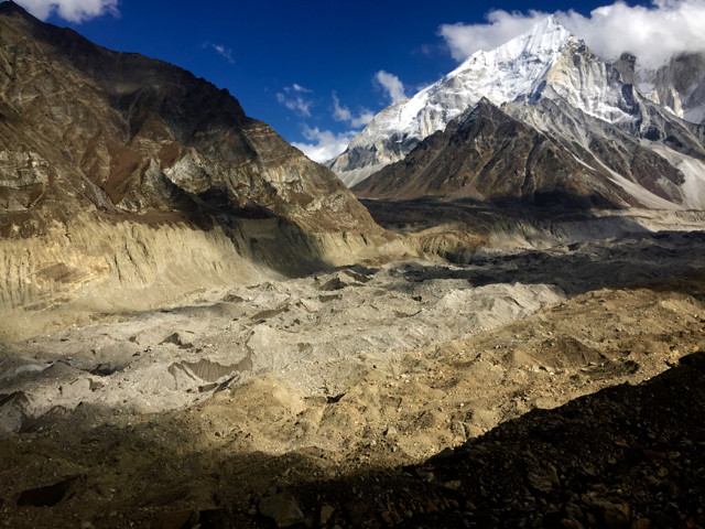 What we've come for...to see first hand the grand glacier that is one of the prime sources of the Ganges River. The entire 'floor' is glacier and moraine and each strand of colour represents a different feed tributary glacier's stone contributions.