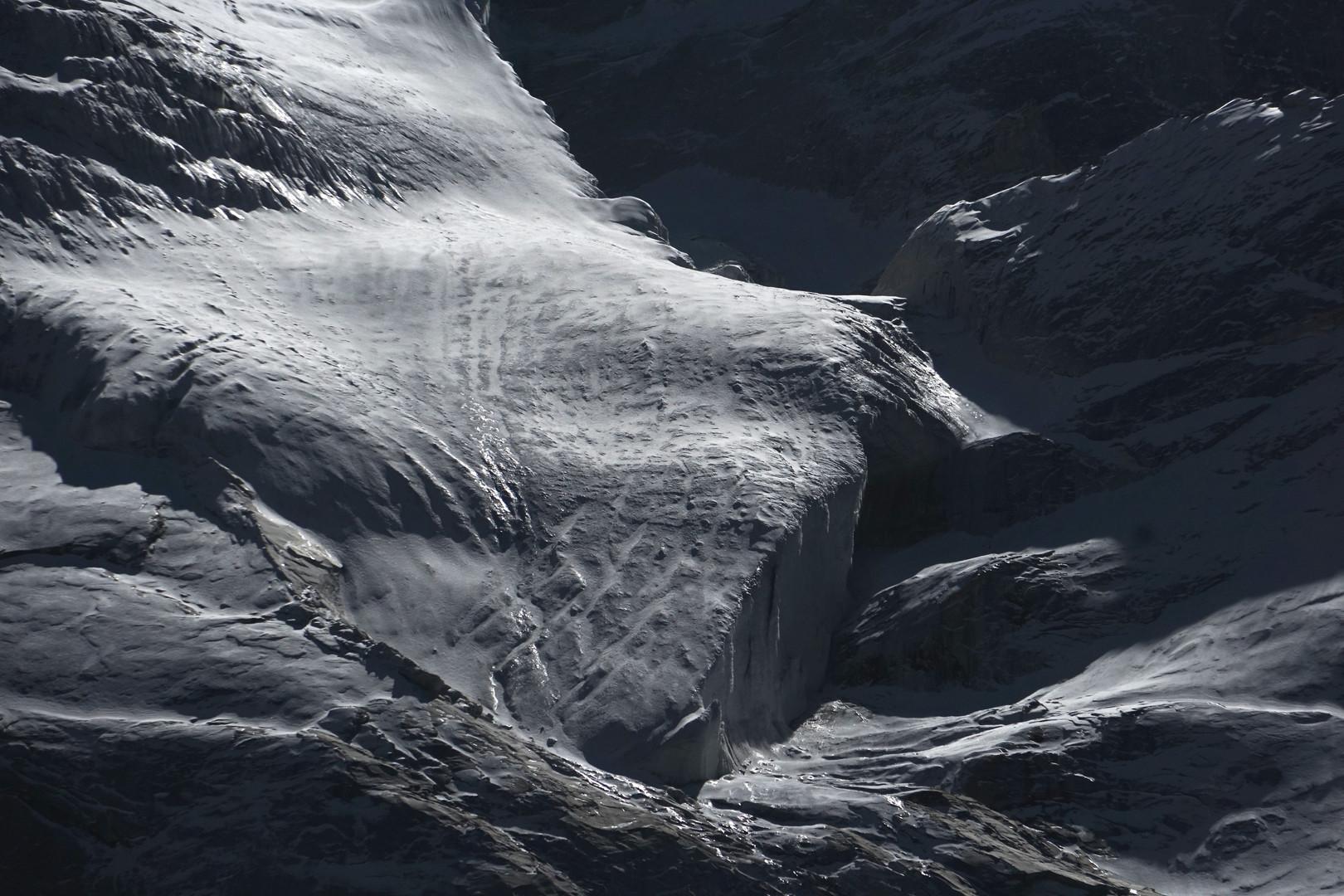 Glacier at foot of Bll