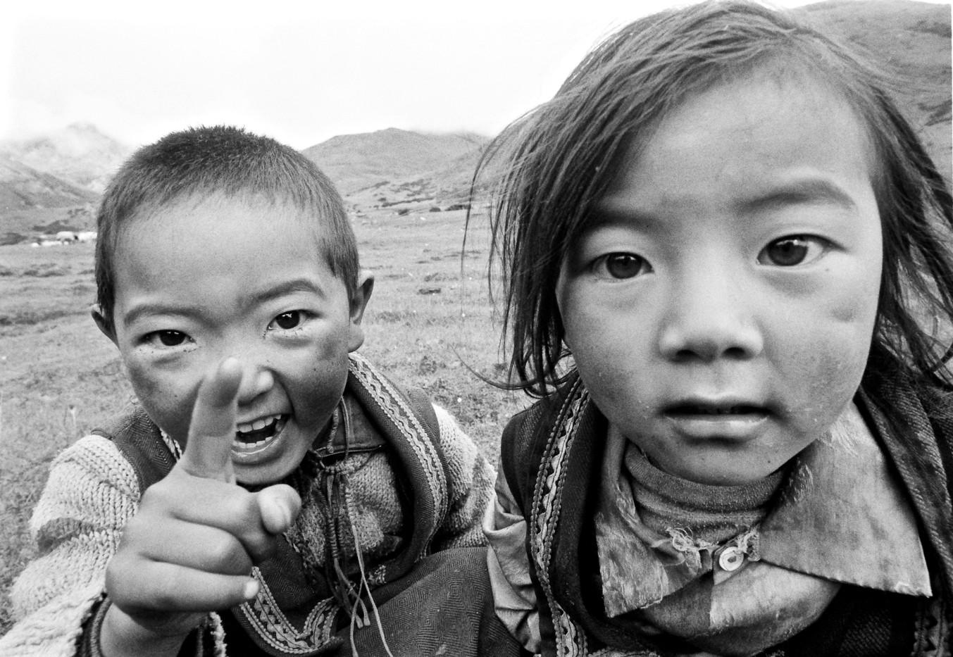 The Decree - Nomadic girls, Genyen, Sichuan