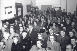 The audience in a sing along with Edward