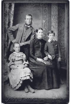 1893 John Bygrave and family.jpg