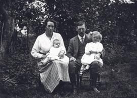 Elsie, Sylvia, John & Eileen Bygrave, vi