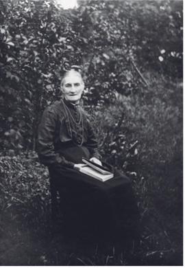 Charlotte Bygrave Church Farm 1920.jpg