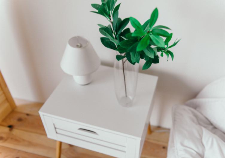 Uncluttered ofganized bedside table