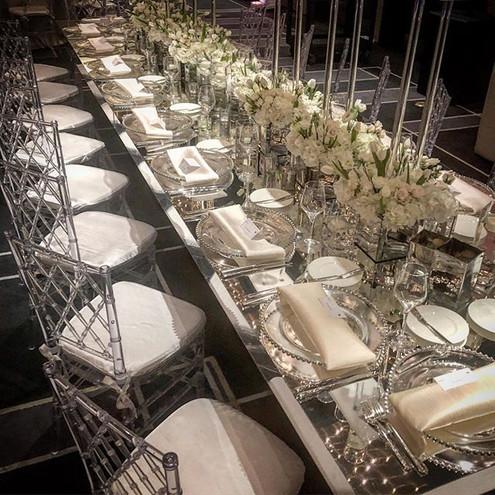 Beautiful set up! Crystal clear acrylic